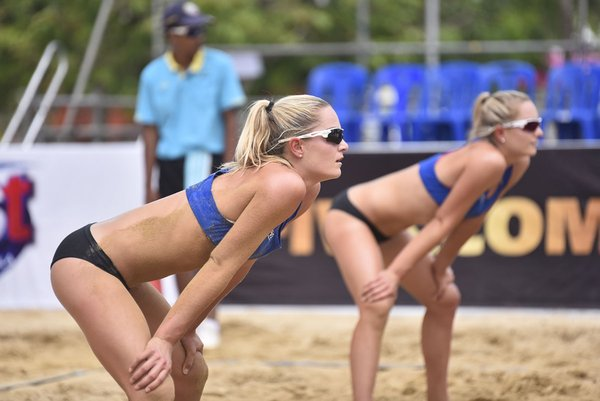 Canadian Twins Join Top Seeds Through to Top 12