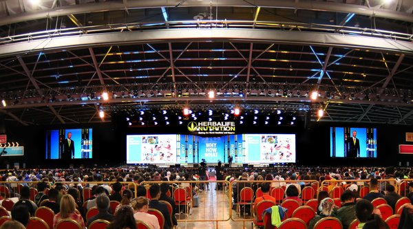 Over 11,000 Herbalife Nutrition independent members gather at the Singapore Expo to share their passion for building a heathier and happier world through positive nutrition and lifestyle changes.