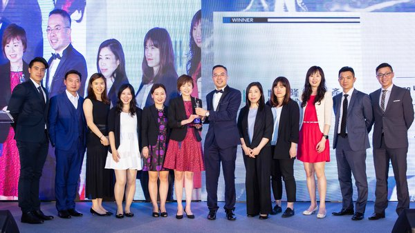 "Ms. Janet Poon (6th from left), General Manager - Human Resources of Hang Lung Properties, and the team receive the honor of ""Best Companies to Work for in Asia 2018"" bestowed by HR Asia."