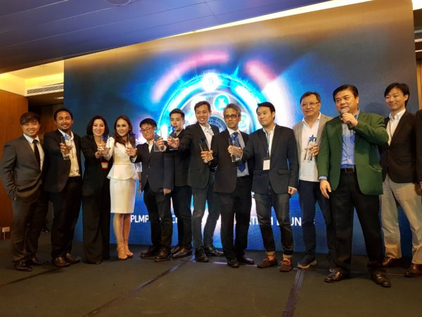 The founders of 8 ICO companies celebrate their SME ICO Consortium Launch with PLMP Fintech co-Founder and Chief Strategy Officer, Peter Lim (second from right).