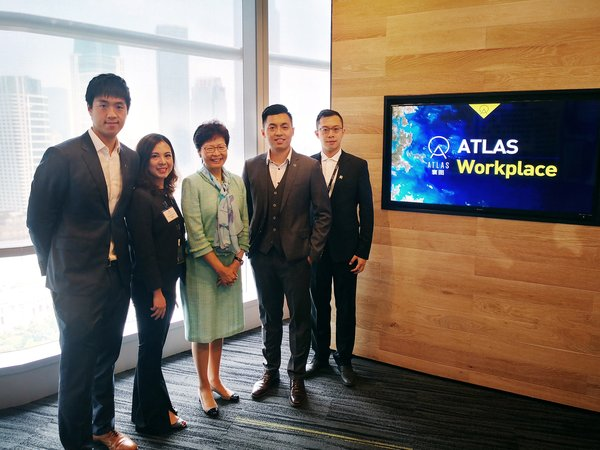 Hong Kong Chief Executive Carrie Lam (center) takes photo with ATLAS CEO Ron Chen Silang (second from right), ATLAS vice president Chen Sile (first from left), vice president of South China at the Integrated Operation and Management Center of ATLAS Workplace Zhai Bijing (second from left) and vice president of overseas markets at the Integrated Operation and Management Center of ATLAS Workplace Chen Nan (first from right)