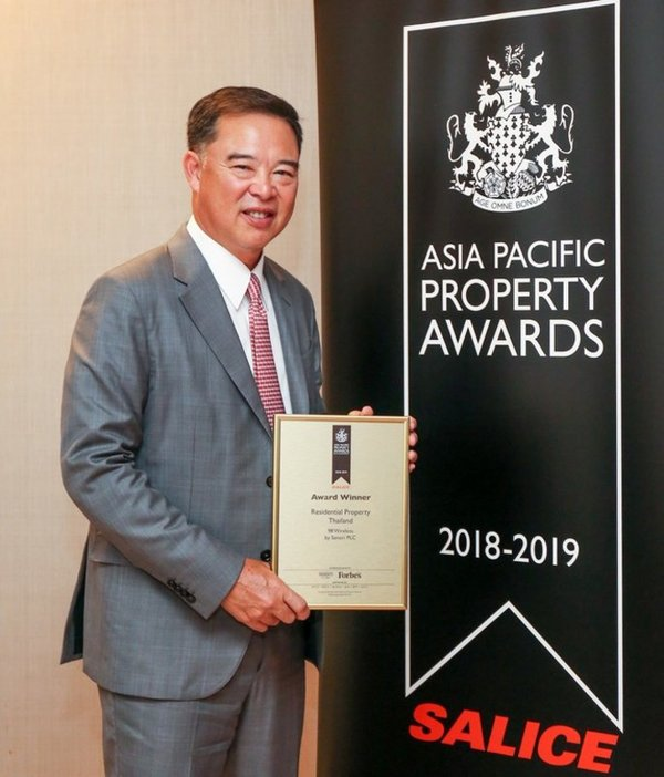 Sansiri Public Company Limited, Chief Executive Officer, Mr. Apichart Chutrakul, accepts the Asia Pacific Property Award 2018 - Residential Property in Thailand, for 98 WIRELESS, Sansiri's latest flagship luxury condominium.