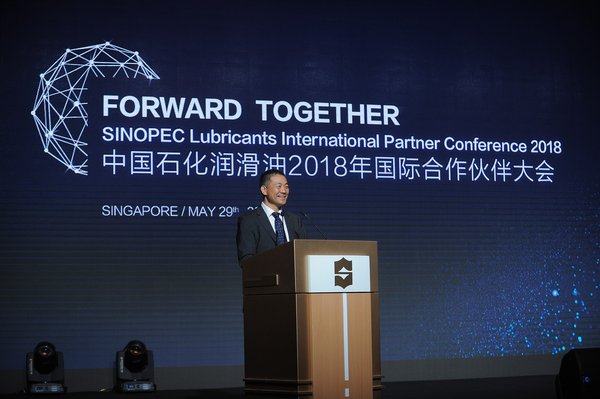 Mr. Kou Jianchao, Vice President of Sinopec Lubricants Company, gives an opening speech.