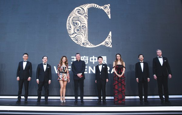 From left to right: Mr Stanley Ko, President, Commercial Property, China of Hongkong Land; Mr Raymond Chow, Executive Director of Hongkong Land; International pop icon Coco Lee; Mr Mark Pu, shareholder of Wangfu Central Real Estate Development Company Limited; Mr Y K Pang, Deputy Managing Director of Jardine Matheson Limited; Globally recognised entrepreneur, advocate, actress and mother of three, Jessica Alba; Mr Robert Wong, Chief Executive of Hongkong Land; and Mr Simon Dixon, Chief Financial Officer of Hongkong Land.