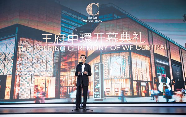 Mr Robert Wong, Chief Executive of Hongkong Land, speaking at the opening of WF CENTRAL.