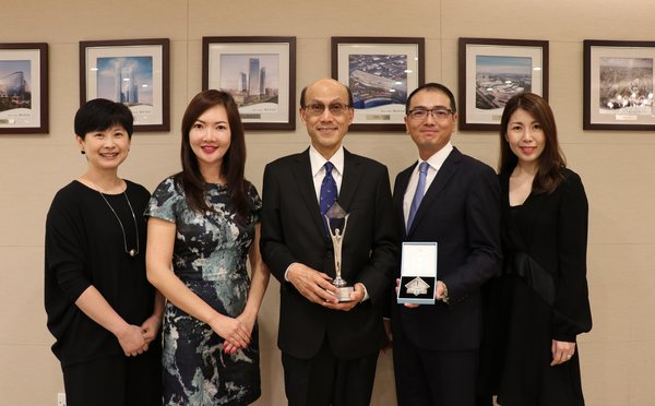 Mr. Norman Chan (center), Executive Director, Mr. Derek Pang (2nd from right), Director -- Leasing & Management, Ms. Linda Chan (2nd from left), Director -- Central Marketing, Ms. Vera Wu (1st from right), General Manager -- Plaza 66 in Shanghai, and Ms. Betty Law (1st from left), General Manager -- Corporate Communications, receive the Asia-Pacific Stevie Awards 2018, recognizing Hang Lung's dedication in strengthening its innovative marketing initiatives.