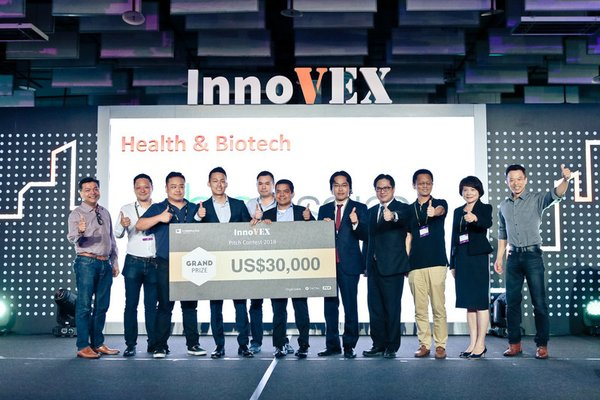 CEO of BioInspira, Ray Chiu (4th from the left), winner of the InnoVEX Pitch Contest Grand Prize with the Final Round Judges