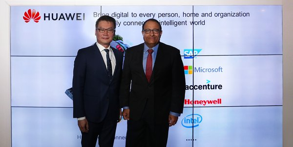 Minister of Communications and Information S. Iswaran learned about the innovation and solution at Huawei Showcase in ConnecTechAsia 2018, Singapore.
