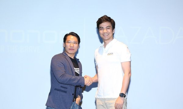 Akin Li (Left) and James Dong (Right) celebrated this cooperation