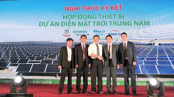 Mr. Guy Rong (President of Arctech Solar's international business, 2nd from right) and Mr. Nguyen Tam Tien (CEO of Trungnam Group, middle)