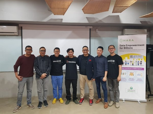 Photo Group HARA&EMURGO Team on Blockchain for Real World Problems Event (July 2018)