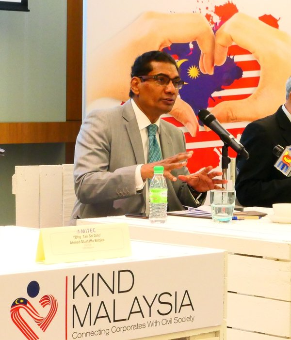 M Gandhi, Group Managing Director, ASEAN Business, UBM Asia introduced the concept and objective of Kind Malaysia 2018 as one of the UBM's CSR initiatives to connect corporates with civil society.