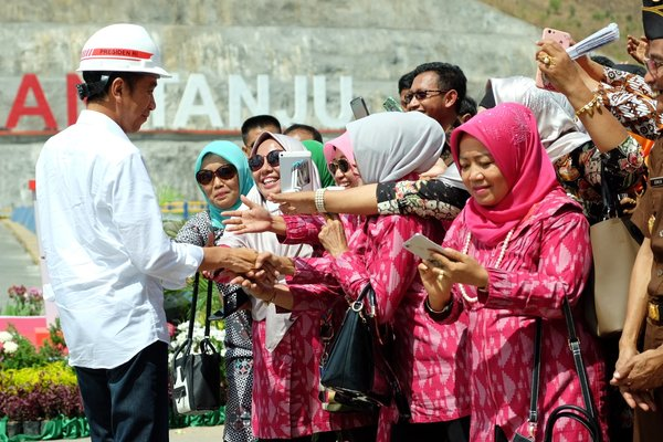 President Joko Widodo interacts with the locals before delivering his speech at the Tanju dam's inauguration today