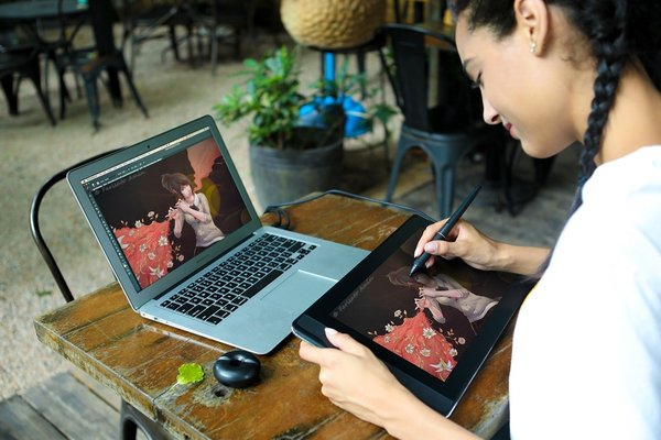 Drawing Show with HUION KAMVAS Pro 13