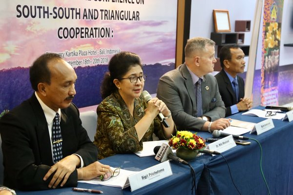 Left to right: Sigit Priohutomo, Chairman of BKKBN; Nina F. Moeloek, Indonesia's Minister of Health; Bjorn Andersson, APAC Regional Director of UNFPA; and H. Nofrijal, BKKBN Main Secretary - at the Inter-Ministrial Conference on South-South and Triangular Cooperation's press conference