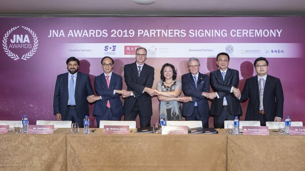 Partners showed steadfast support for JNA Awards 2019. From left: Sanjay Kothari, Vice Chairman of KGK Group; Kent Wong, Managing Director of Chow Tai Fook; Wolfram Diener, Senior Vice President of UBM Asia; Letitia Chow, Chairperson of the JNA Awards, Founder of JNA and Director of Business Development – Jewellery Group at UBM Asia; Kenneth Scarratt, CEO of DANAT; Lin Qiang, President and Managing Director of SDE; and Simon Chan, Co-Founder, Member of the Board and Executive Vice President of CSGJE