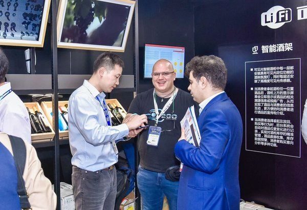 A liquor vending machine manufacturer introducing their products to international buyers at CVS2018