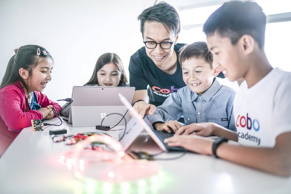 Harris Chan, CEO & Co-founder of Cobo Academy, working with students on micro:bit coding projects.