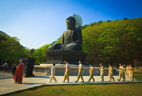 Walking Meditation at Sinhungsa(Temple in Sokcho)