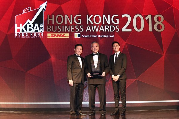 "Lee Kum Kee Sauce Group Chairman Mr. Charlie Lee (centre) receives the ""DHL/SCMP Hong Kong Business Awards 2018 - Lifetime Achievement Award"" on behalf of Lee Kum Kee Group Chairman Mr. Lee Man Tat."