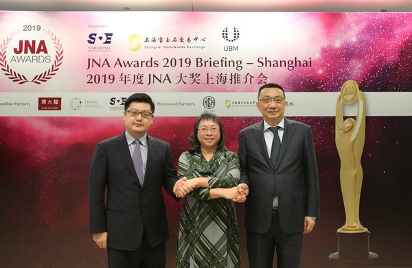 From left to right: Simon Chan, Executive Vice President of CSGJE, Letitia Chow, Chairperson of the JNA Awards, Founder of JNA and Director of Business Development -- Jewellery Group at UBM Asia and Lin Qiang, President and Managing Director of SDE