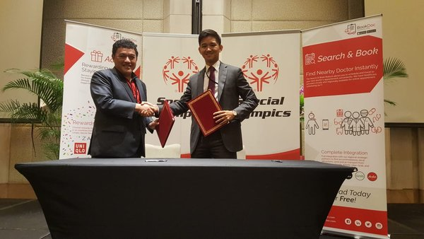 (left) Simon Koh, President and Managing Director, Dato Chevy, BookDoc CEO