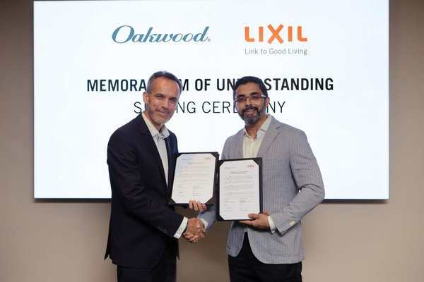 Dean Schreiber, Managing Director, Asia Pacific, Oakwood (left) and Bijoy Mohan, CEO of LIXIL Asia Pacific (right), signed the MOU agreement, cementing the partnership between Oakwood and LIXIL for the next 3 years.
