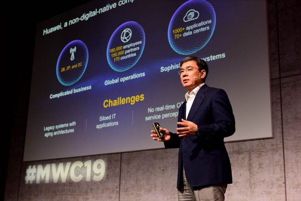 Yan Lida, President of Huawei Enterprise Business Group, introduced the integration power of the Huawei Digital Platform.