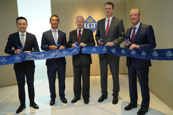 (From left to right) Ekkapob Makeguljai, CEO of LGT Securities (Thailand) Limited, Karn Karuhadej, Managing Director and Member of the Executive Board Asia LGT Bank, H.S.H. Prince Philipp von und zu Liechtenstein, LGT's Chairman, H.S.H. Prince Hubertus Alois von und zu Liechtenstein, Board Member as well as Dr. Henri Leimer, LGT Private Banking Asia's CEO, attended the opening ceremony.