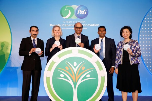 (left to right) Dr Raj Thampuran; Managing Director, A*STAR, Ms. Kathy Fish; Chief Research, Development & Innovation Officer, Procter & Gamble, Mr. Tharman Shanmugaratnam; Deputy Prime Minister & Coordinating Minister for Economic and Social Policies, Mr. Magesvaran Suranjan; President of Asia Pacific & Indian Subcontinent, Middle East and Africa, Procter & Gamble and Ms. Thien Kwee Eng; Assistant Managing Director, EDB celebrated the fifth anniversary of P&G's Singapore Innovation Center (SgIC).