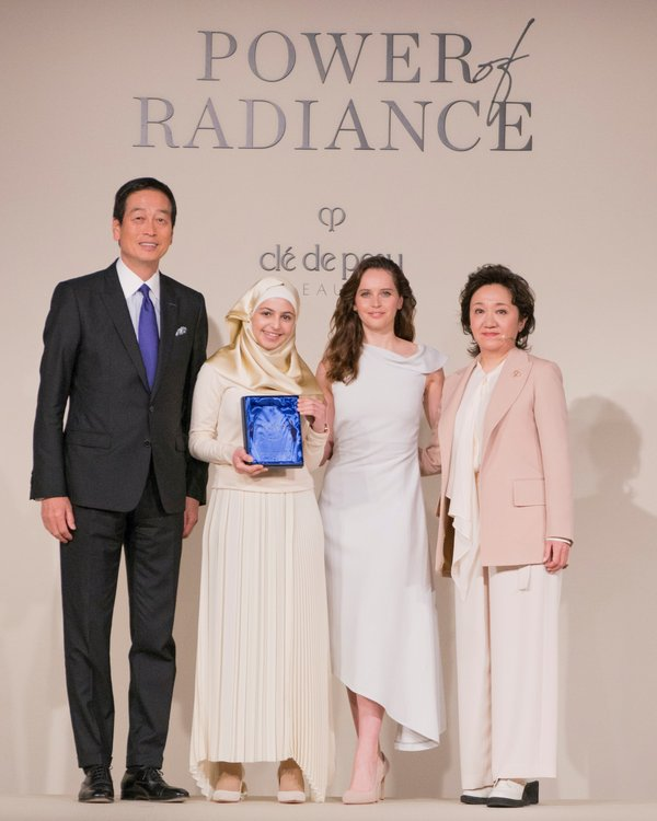 Mr Masahiko Uotani, President and Group CEO of Shiseido Group, Ms Yukari Suzuki, Chief Brand Officer for Clé de Peau Beauté and Ms Felicity Jones, Clé de Peau Beauté Global Brand Ambassador, present Clé de Peau Beauté's first-ever Power of Radiance Award to Muzoon Almellehan, UNICEF Goodwill Ambassador and Education Activist.