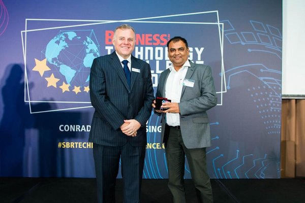 "Asheesh Saxena, Co-Founder & CTO, RedDoorz receiving the accolade for ""Big Data in Hospitality and Leisure"" at the inaugural SBR Technology Excellence Awards, organised by the leading business magazine Singapore Business Review."