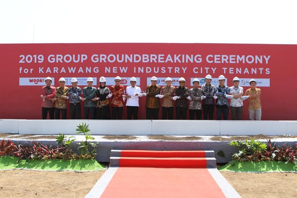 The groundbreaking ceremony was graced by more than 200 guests, partners, tenants and officials including Airlangga Hartarto, Minister of Industry for Indonesia; Ridwan Kamil, Governor of West Java; Wang Liping, Minister-Counselor of the Economic and Commercial Counselor's Office of the Embassy of China in Indonesia; Dito Ganinduto, Chairman of Commission 6 of the People's Representative Council.