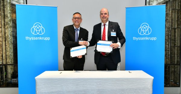 (L to R) Mr. Lim Kok Kiang, Assistant Managing Director, Singapore Economic Development Board and Dr. Donatus Kaufmann, Executive Board Member, thyssenkrupp, sign the certificate of collaboration marking the launch of thyssenkrupp's Additive Manufacturing TechCenter Hub in Singapore