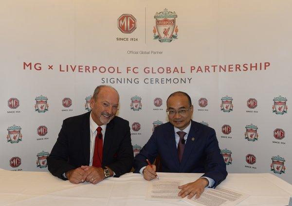 From left - Peter Moore, CEO of Liverpool FC, Michael Yang, MD of SAIC Motor International Business