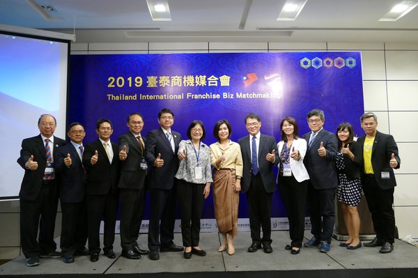 Organizer: Lee, May, Director General of Department of Commerce, MOEA (6th from the left) and other guests in the 2019 Thailand International Franchise Biz Matchmaking