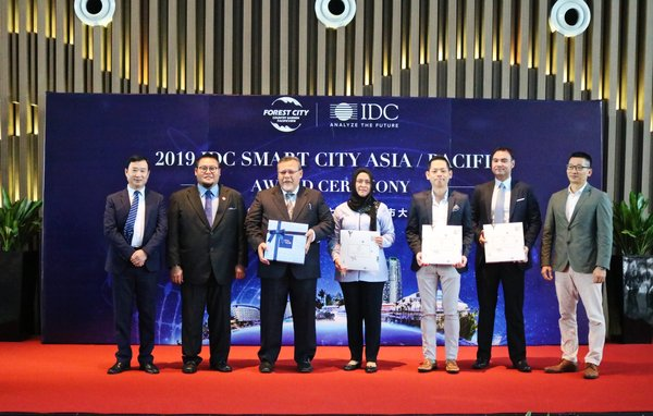 Aminolhuda with IDC representatives, IRDA and CGPV Management at IDC Smart City Award Ceremony in Forest City