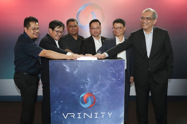 Kim Hoon-Bae, head of KT's New Media Business Unit (second from left), YB Jimmy Puah Wee Tse, chairman of investment and utilities committee, State international trade (third from right), Kim Young-woo, head of KT's Global Business Group (second from right) and Datuk Ir. Khairil Anwar Ahmad, president and CEO of IIB (first from right) are photographed during the VRINITY opening ceremony at the Legoland shopping mall in the southern Malaysian state Johor on August 28.