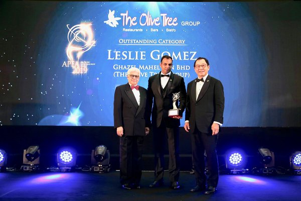 Leslie Gomez Receiving the Asia Pacific Entrepreneurship Awards under Outstanding Category