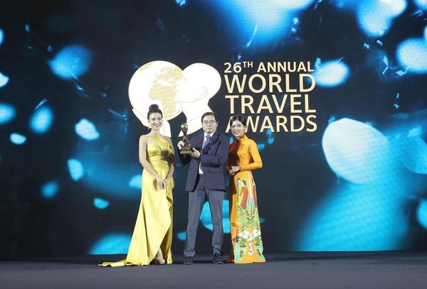 Director of Van Don International Airport in Vietnam received the award at WTA Asia & Oceania 2019