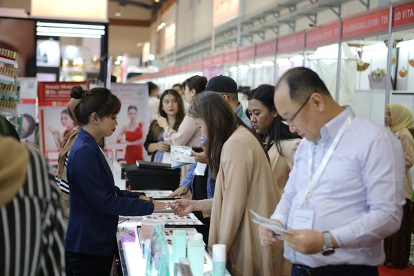 Presents more than 350 exhibitors, 14th edition Cosmobeauté Indonesia 2019 come back as the largest international trade exhibition in Indonesia.