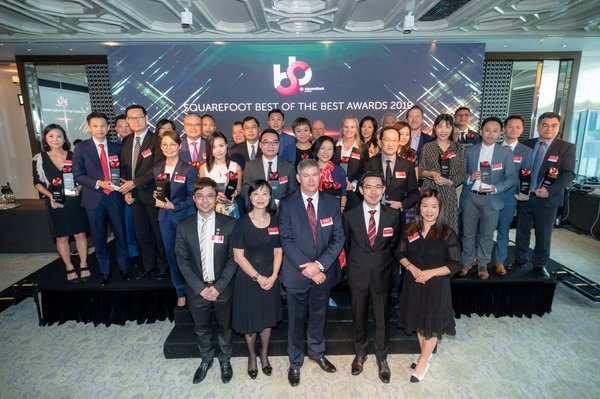 """Kenneth Kent, General Manager, Hong Kong of REA Group and Dr. Jimmy Chiang, Associate Director of General of Investment Promotion, Invest Hong Kong, The Government of the HKSAR join hands to congratulate all the winners of the """"Squarefoot Best of the Best Awards 2019""""."""