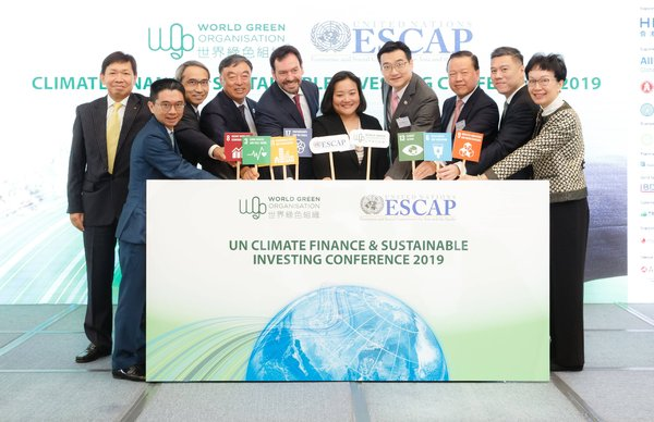 Dr. Tientip Subhanij, Chief of Financing for Development Section, MPFD, ESCAP, United Nations (5th from right), and Dr. William Yu, Founder & Chief Executive Officer of World Green Organisation (4th from right) attended the conference with honourable guests.