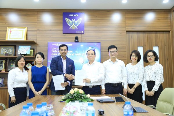 (From L-R) Nguyen Thi Trieu Giang, Deputy Director, Claims Division, BaoViet; Vyctoria Tran, Operations Manager, MyDoc Vietnam; Dr. Snehal Patel, Chief Executive Officer and Co-Founder, MyDoc; Do Hoang Phuong, Deputy CEO, BaoViet; Nguyen Quang Hung, Deputy CEO, BaoViet; Tran Thi Van Anh, Deputy Director, Health & Benefits Division, BaoViet; Tran Thi My Linh, Director, Marketing Division, BaoViet.