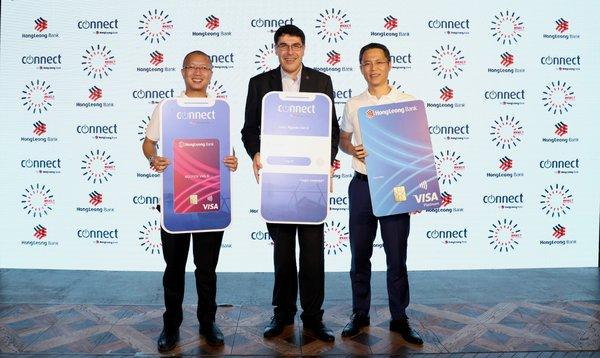 (L-R) Barry Do, Head of Digital Bank of HLBVN, Domenic Fuda, GMD and CEO of HLB and Duong Duc Hung, CEO of HLBVN at the launch of HLBVN's new next-generation, customer-centric digital bank via HLB Connect.