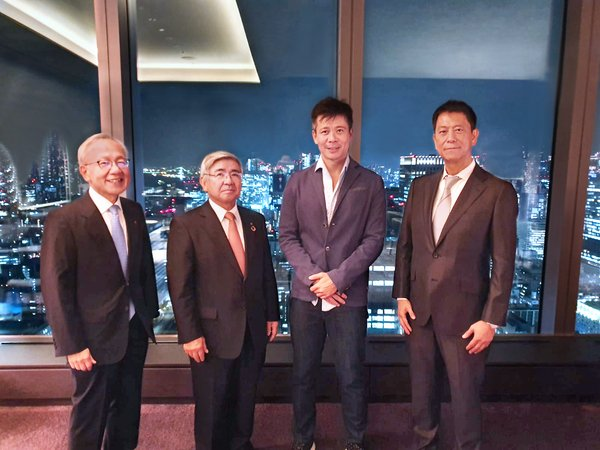 (left to right) Masataka Sato (Senior Managing Executive Officer in Tokai Tokyo Financial Holdings), Tateaki Ishida (Representative Director, President & CEO in Tokai Tokyo Financial Holdings), Danny Toe (CEO & Founder of ICHX), Kazuto Hayashi (CEO of Hash Lab Co Ltd)