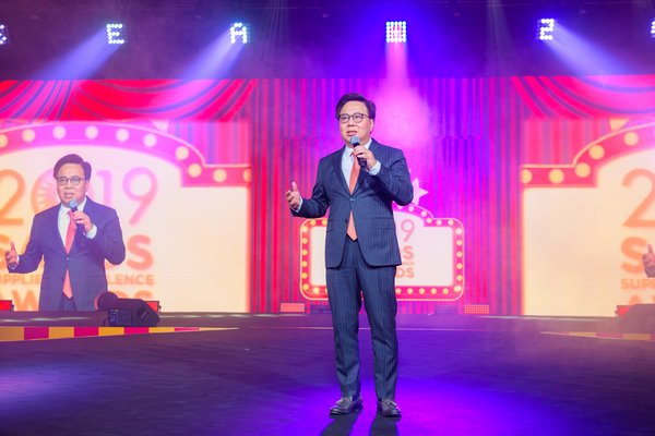 Dr. Wilfred Wong, president of Sands China Ltd., addresses guests at the seventh Sands Supplier Excellence Awards Friday at The Venetian Macao. The annual event recognises the high level of cooperation and service of some of the company's most outstanding suppliers.