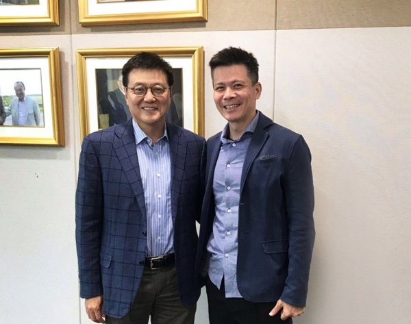 From left to right: Yong Hyun Kim, CEO of Hanwha Asset Management, and Danny Toe, Founder and CEO of ICHX Tech