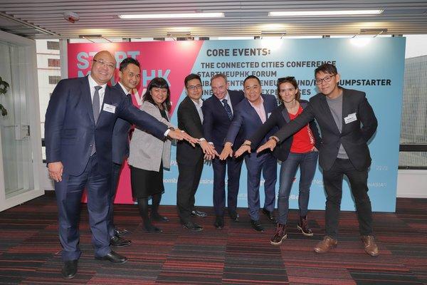 From left to right: Mr. Charles Ng (Associate Director-General of Investment Promotion, InvestHK), Mr. Alan Yau (Partner, Smart City Group, KPMG China), Ms. Jayne Chan (Head of StartmeupHK, InvestHK), Mr. Teddy Lui (Operations Director, Alibaba Entrepreneurs Fund), Mr. Stuart Bailey (Founder and CEO, Bailey Communications HK), Mr. James Kwan (Managing Director, Jumpstart Media), Ms. Karena Belin (CEO and Co-founder, WHub) and Mr. Alexander Chan (Co-director, The Mills Fabrica) join hands to anno