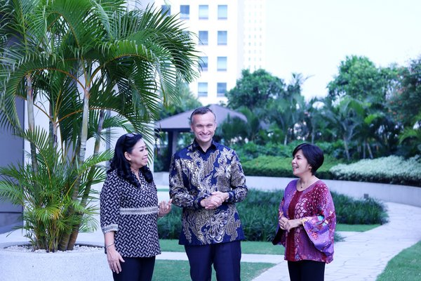 Board of Directors of PT Marsh Indonesia. From left: Mira Sih'hati -- Director, Douglas Ure -- President Director and CEO, Yosephin Dewi -- Chief Financial Officer.